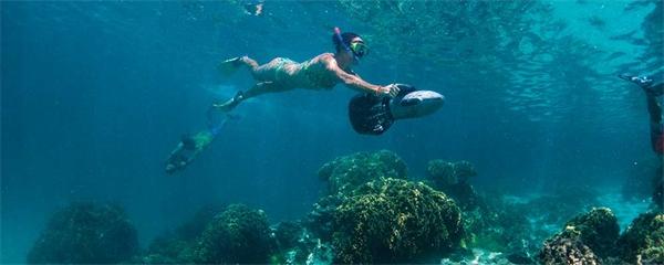 Att snorkla är barnsligt roligt på Cooköarna!