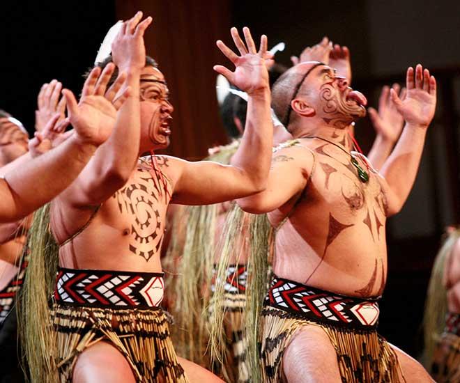 I Rotorua frodas den maoriska kulturen - här ser vi Haka uppvisning.