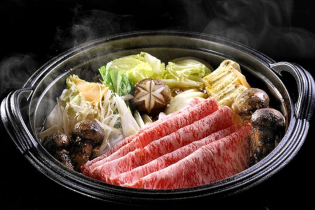 Sukiyaki - den populära japanska maträtten.