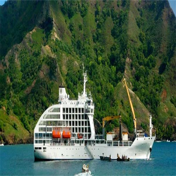 Med lyxig bananbåt genom Franska Polynesien