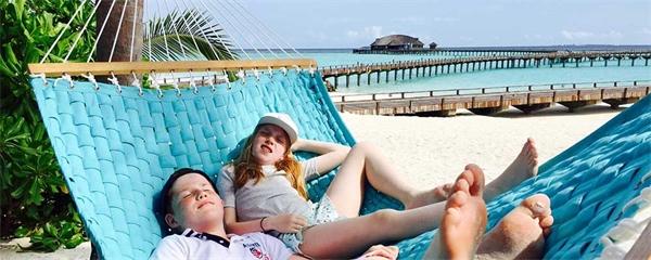 Mocktails, Nemo och bomb i egen pool gör semestern för Elias, 12