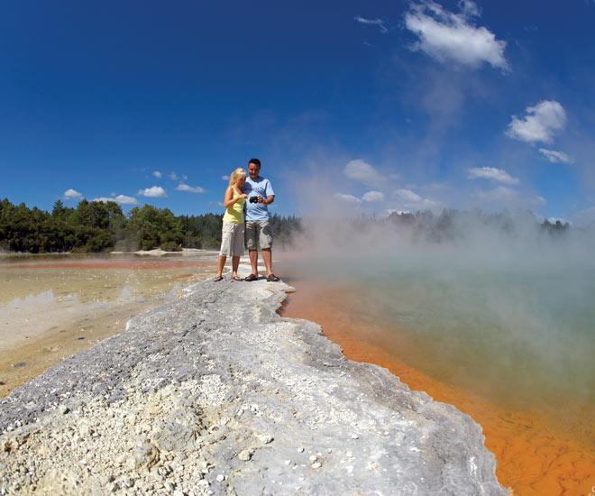 Gejsrar, varma källor och lergropar i Rotorua, Nya Zeeland