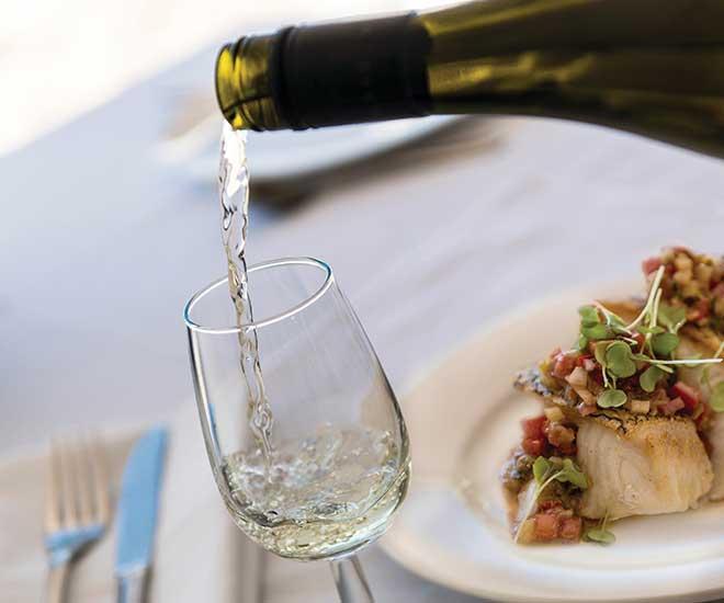 En rundresa som karaktäriseras av läckra gourmetmåltider, utsökta viner i trevligt sällskap.