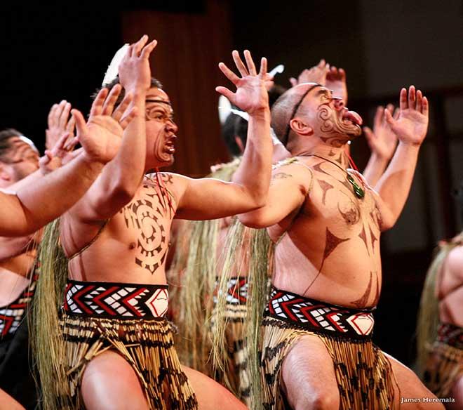 Rundresa Nya Zeeland, Maorier dans Haka, Rotorua